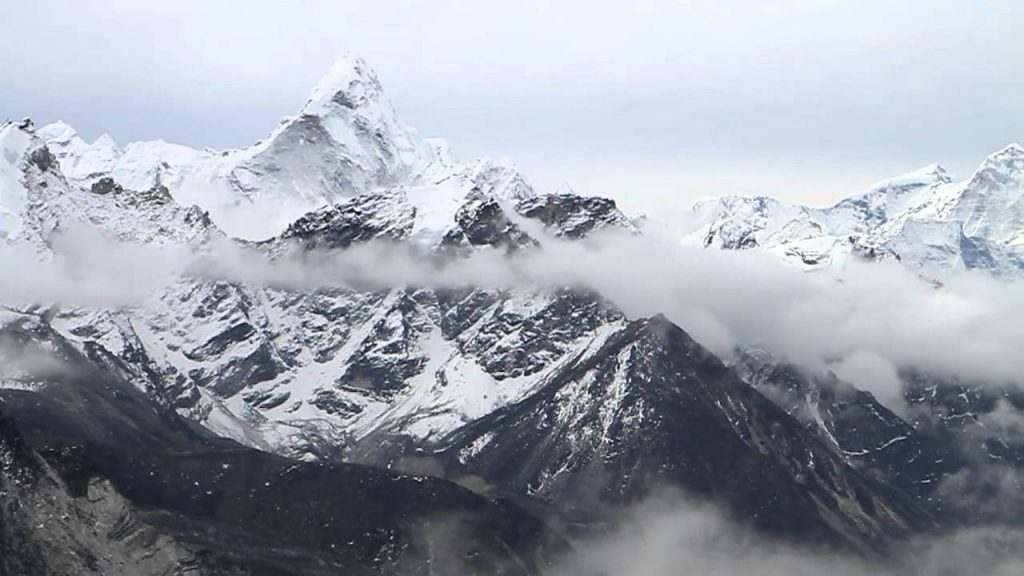 moutains-seen-from-kalapathhar-on-ebc-trekking-itinerary